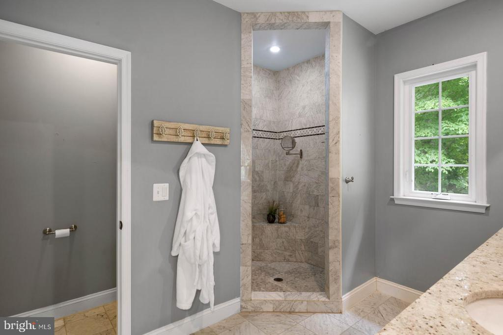 Owner's Bath - 12805 KAHNS RD, MANASSAS