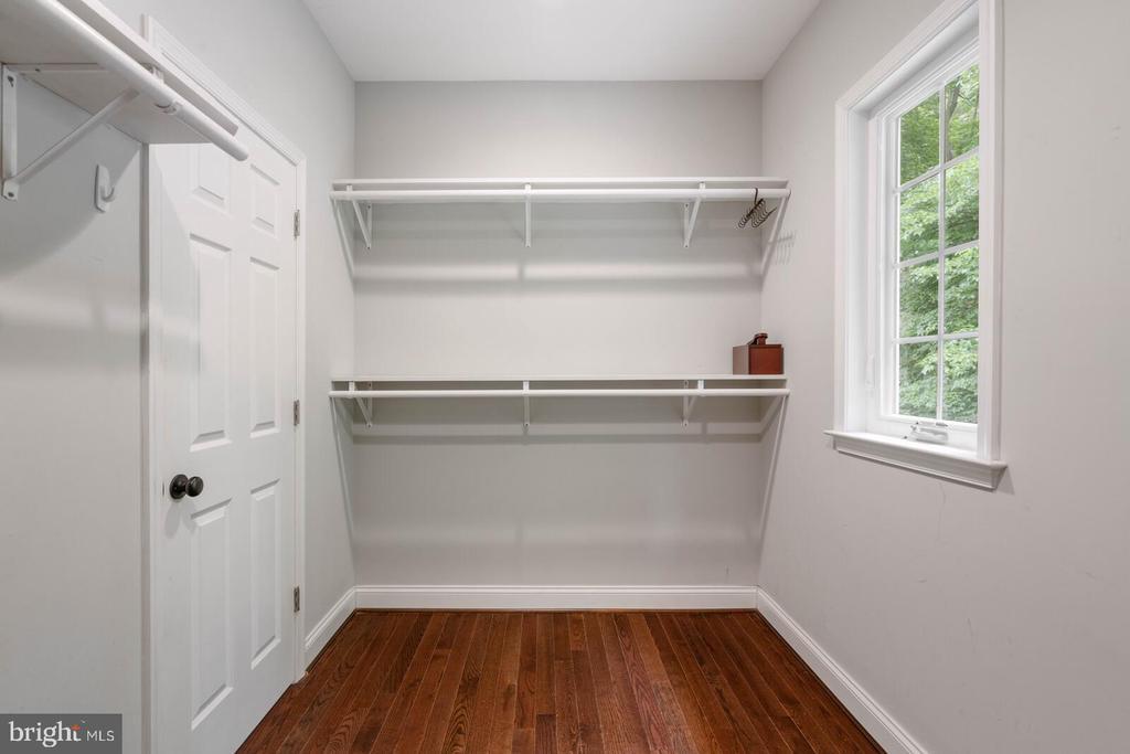 Walk in Closet - 12805 KAHNS RD, MANASSAS