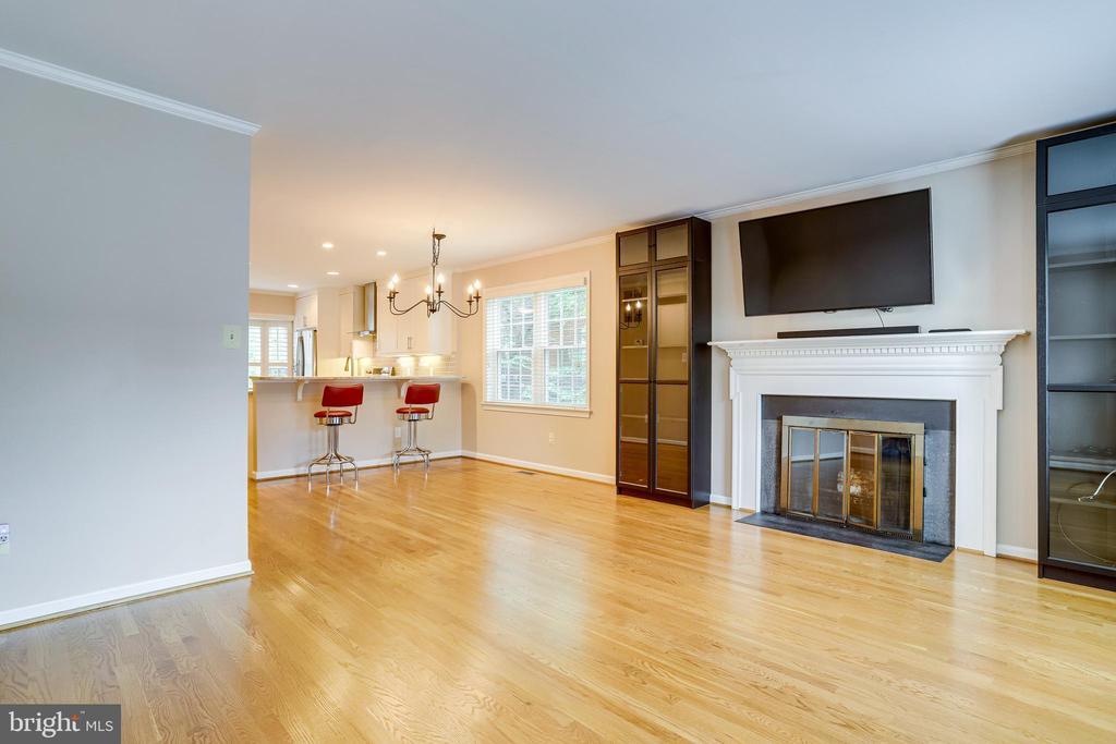 Custom cabinets and big screen TV convey - 6705 WASHINGTON BLVD #G, ARLINGTON
