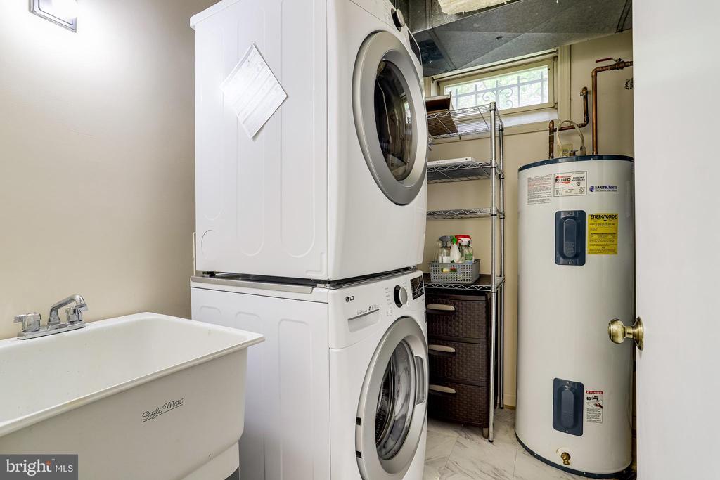 Stackable waser Dryer lower level  new 2019 - 6705 WASHINGTON BLVD #G, ARLINGTON