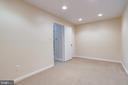 recessed lghting and closet view - 6705 WASHINGTON BLVD #G, ARLINGTON