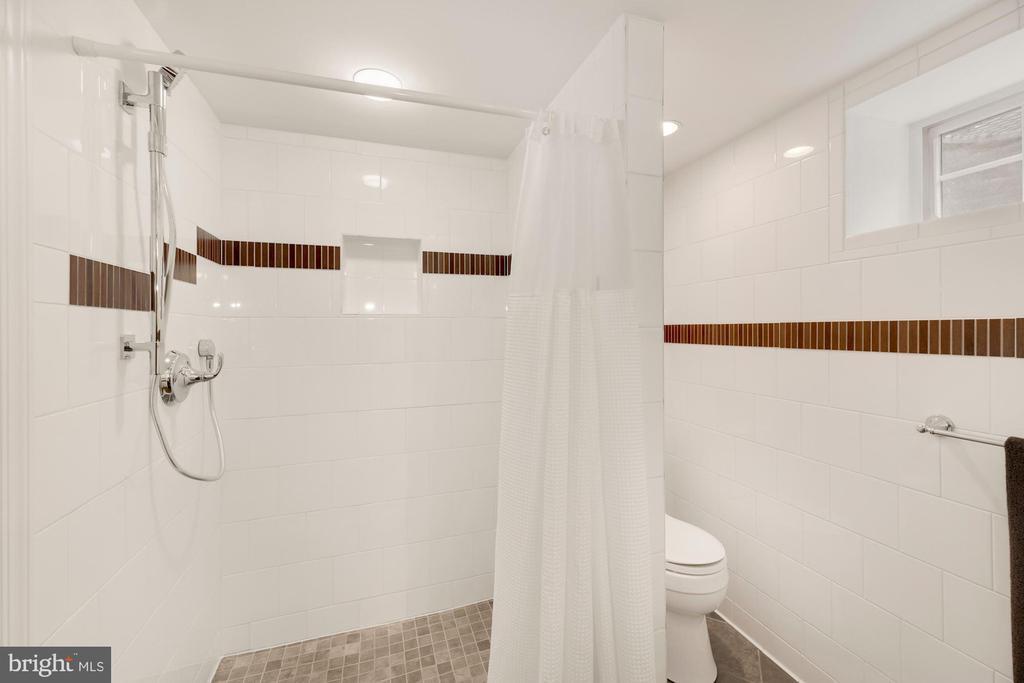 Spacious Lower Level Bath - 710 N NELSON ST, ARLINGTON