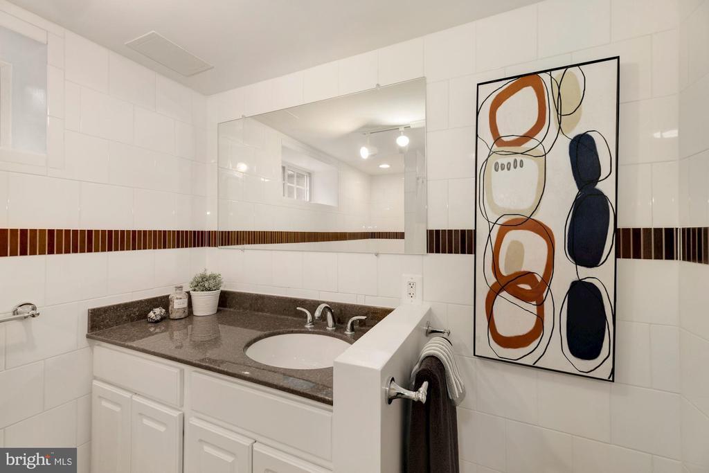 Lower Level Bath - high quality finishes - 710 N NELSON ST, ARLINGTON
