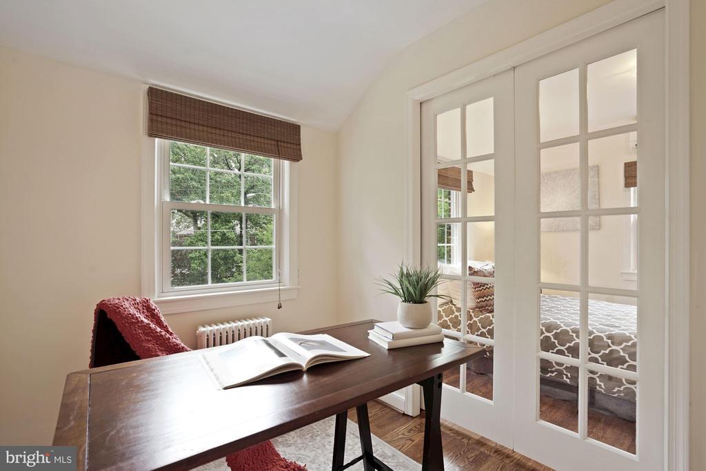Glass pocket doors in Master Bedroom office - 710 N NELSON ST, ARLINGTON