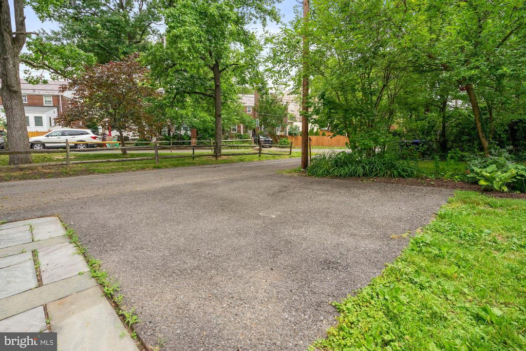 TWO side-by-side driveway spaces - 710 N NELSON ST, ARLINGTON