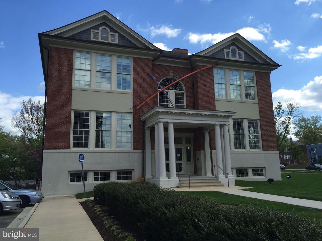 Arlington Arts Center nearby - 710 N NELSON ST, ARLINGTON