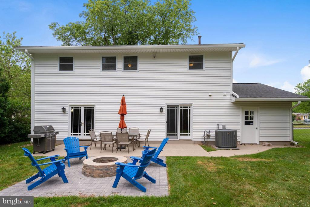 Awesome Patio with Firepit - 202 E JUNIPER AVE, STERLING