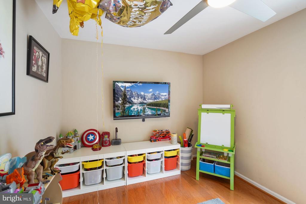 Main Level Office/Play Room - 202 E JUNIPER AVE, STERLING