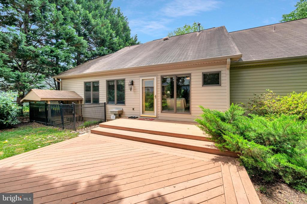 Easy Spill-outdoors from the family room - 205 PINE VALLEY RD, LOCUST GROVE