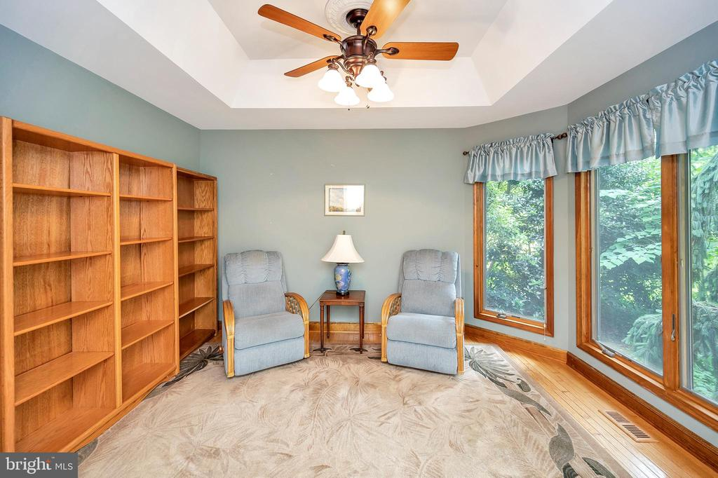 formal living or sitting room - 205 PINE VALLEY RD, LOCUST GROVE