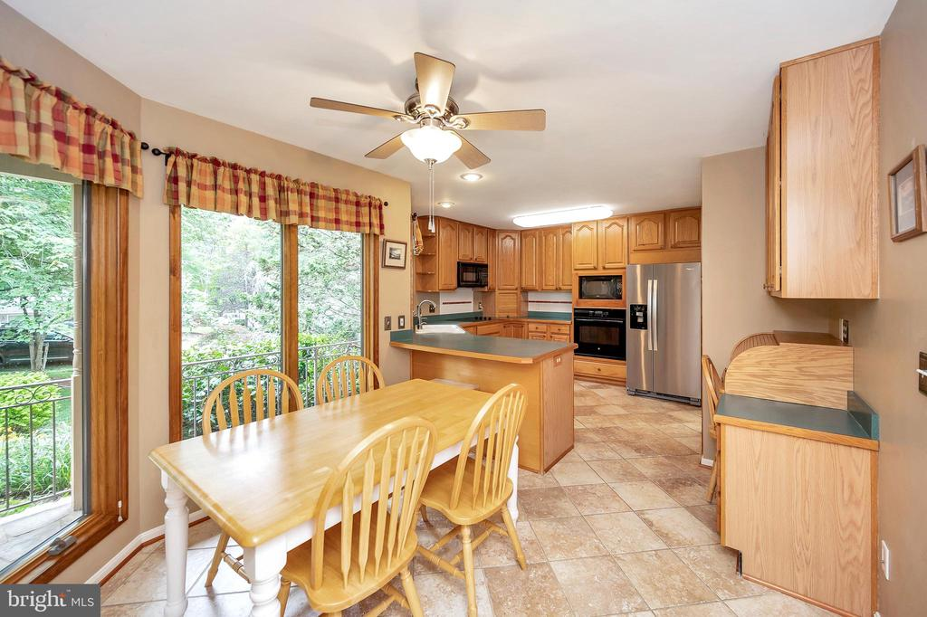 Eat-In Kitchen brings the outdoors inside - 205 PINE VALLEY RD, LOCUST GROVE