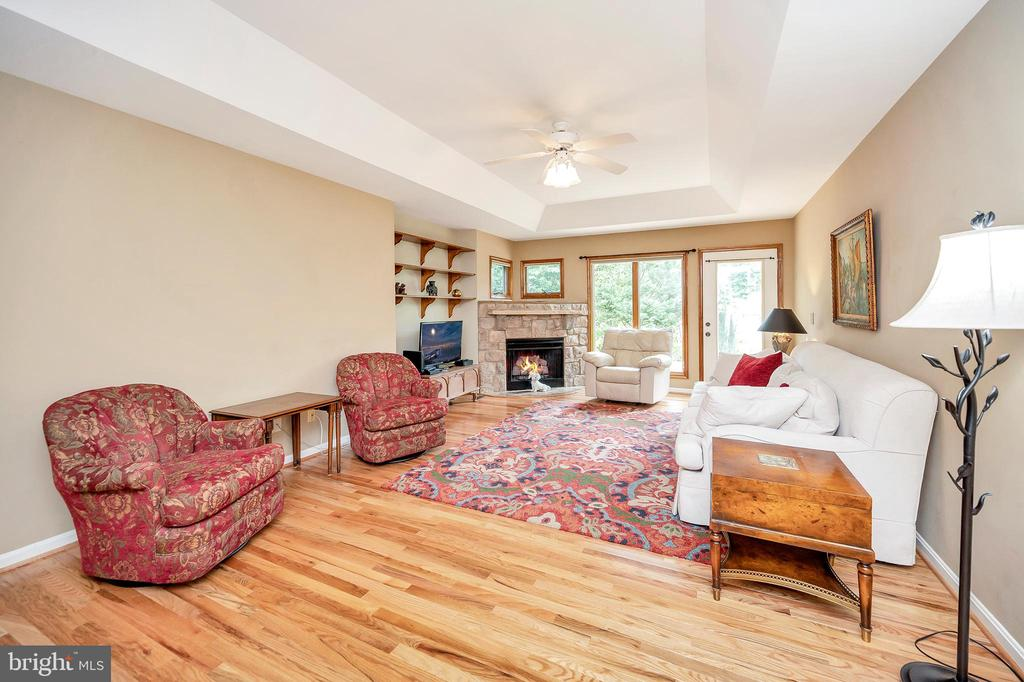 Family room with window wall overlook - 205 PINE VALLEY RD, LOCUST GROVE
