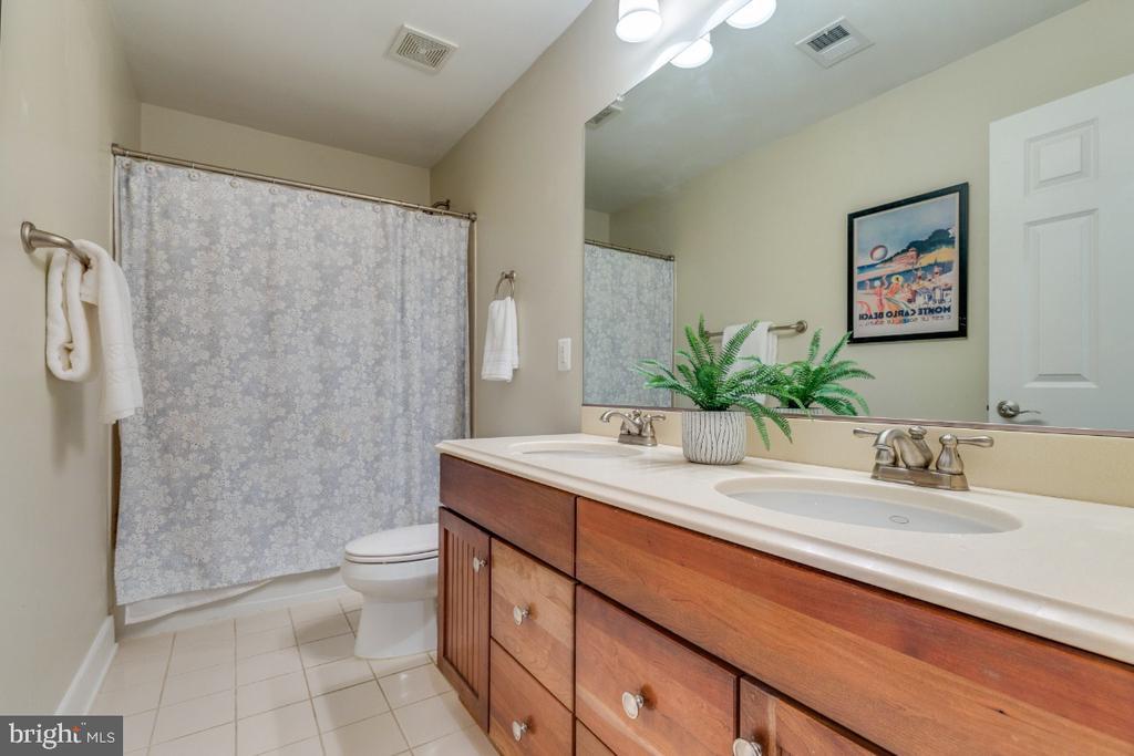 Full Bathroom Bedroom Level - 41873 REDGATE WAY, ASHBURN