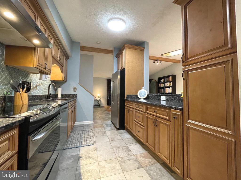 Kitchen - 5919 VERNONS OAK CT, BURKE