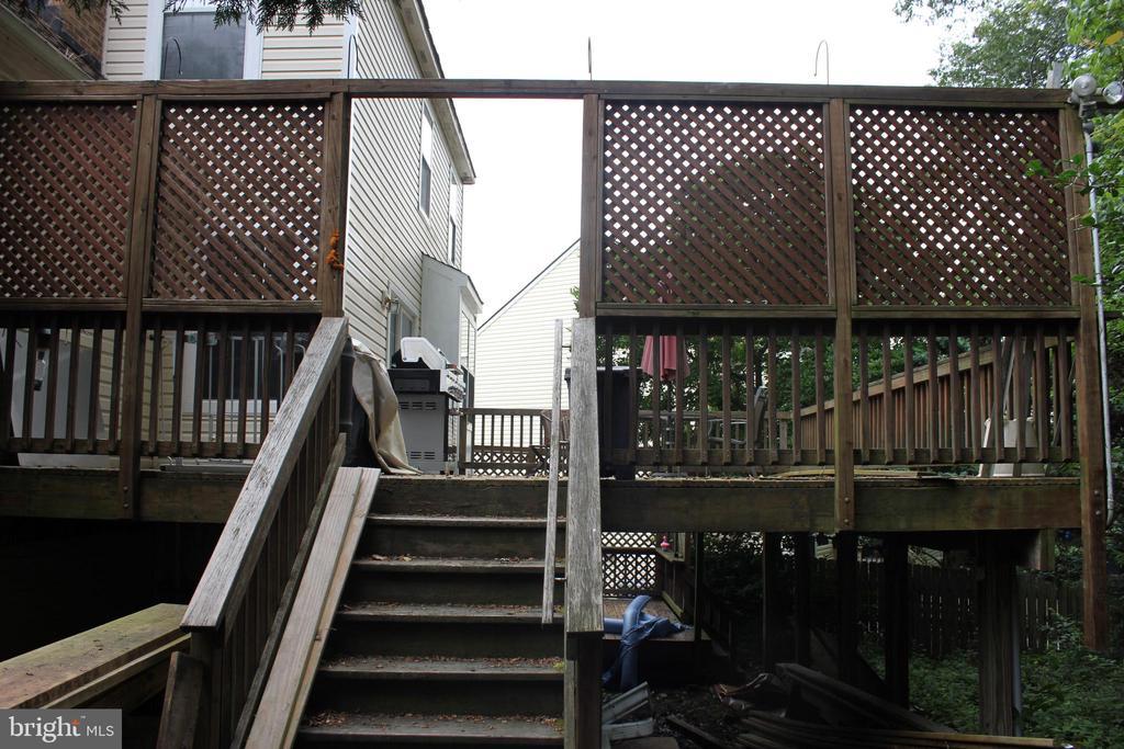 Stairway to deck - 8235 WALNUT RIDGE RD, FAIRFAX STATION