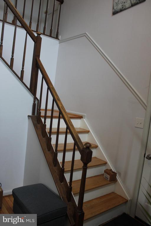 Stair Case - 8235 WALNUT RIDGE RD, FAIRFAX STATION