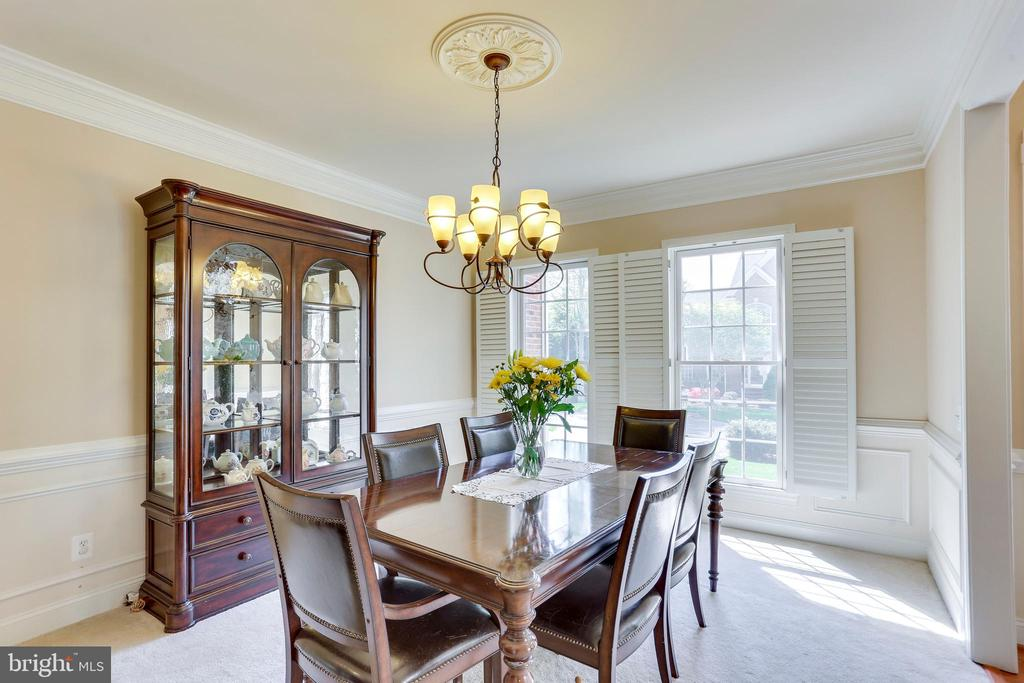 Formal  Dinning with chair rails - 4525 MOSSER MILL CT, WOODBRIDGE