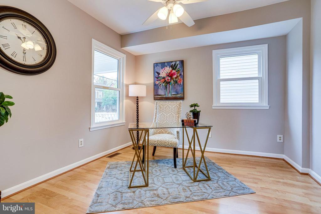 Bedroom #2 on main floor -ensuite - 728 20TH ST S, ARLINGTON