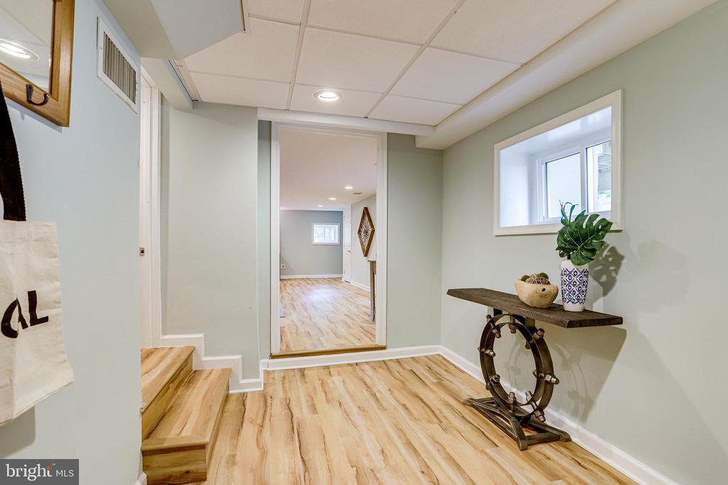 Lower level entrance - 728 20TH ST S, ARLINGTON