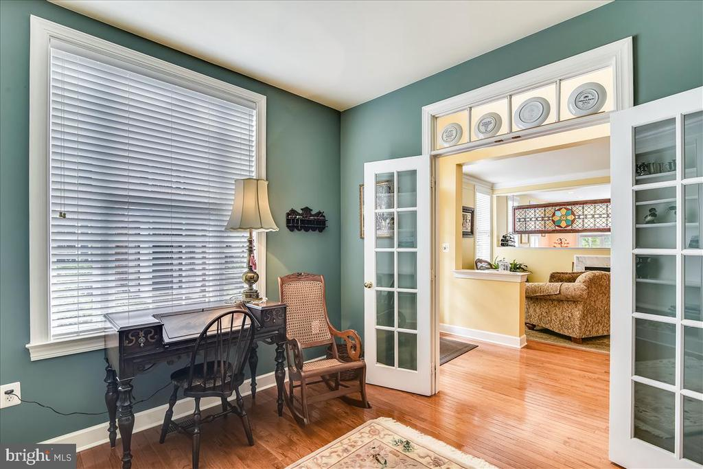 Double glass doors with transom into office - 43427 WILD DUNES SQ, LEESBURG