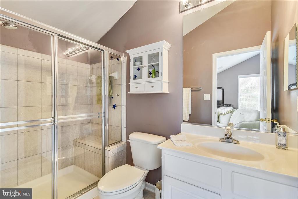 Full en-suite in bonus room - 43427 WILD DUNES SQ, LEESBURG