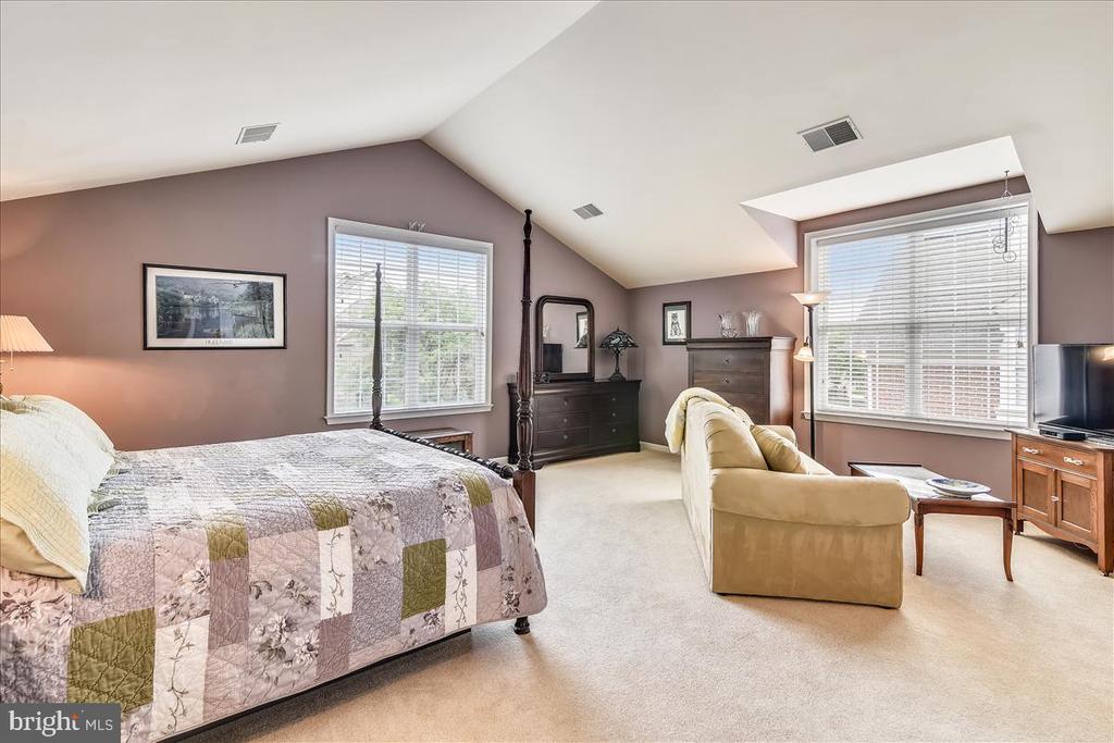 Huge bonus room with en-suite over garage - 43427 WILD DUNES SQ, LEESBURG