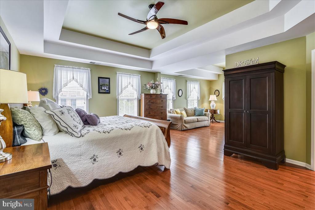 Sumptuous owners suite wit hardwood floors - 43427 WILD DUNES SQ, LEESBURG