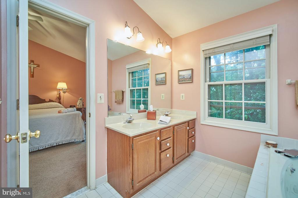 Adjoining Primary Bath with Two Sinks - 6347 CROOKED OAK LN, FALLS CHURCH