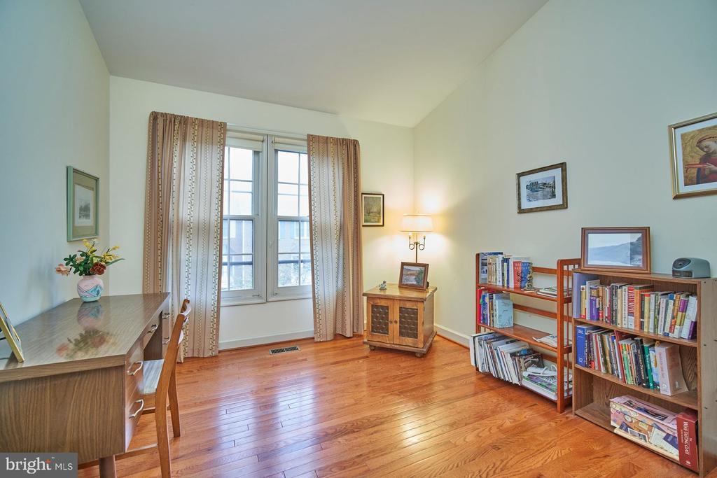 Secondary Bedroom with Hardwood Floor - 6347 CROOKED OAK LN, FALLS CHURCH
