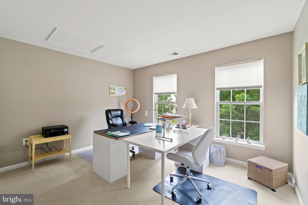 Upper Level 3rd bedroom - 17318 ARROWOOD PL, ROUND HILL
