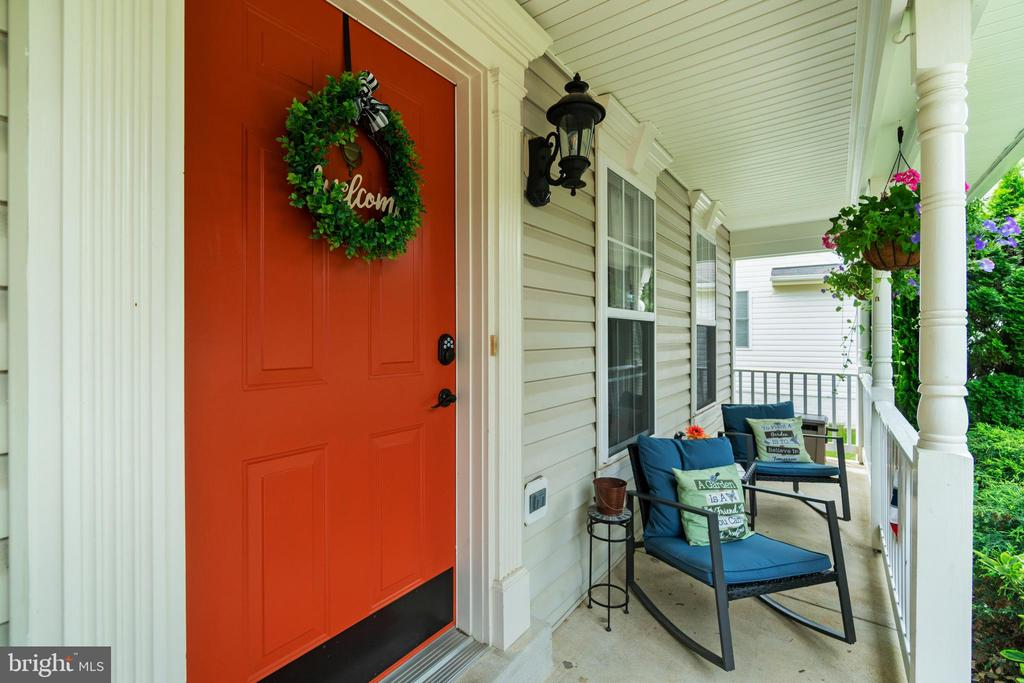 Front porch sitting - 17318 ARROWOOD PL, ROUND HILL