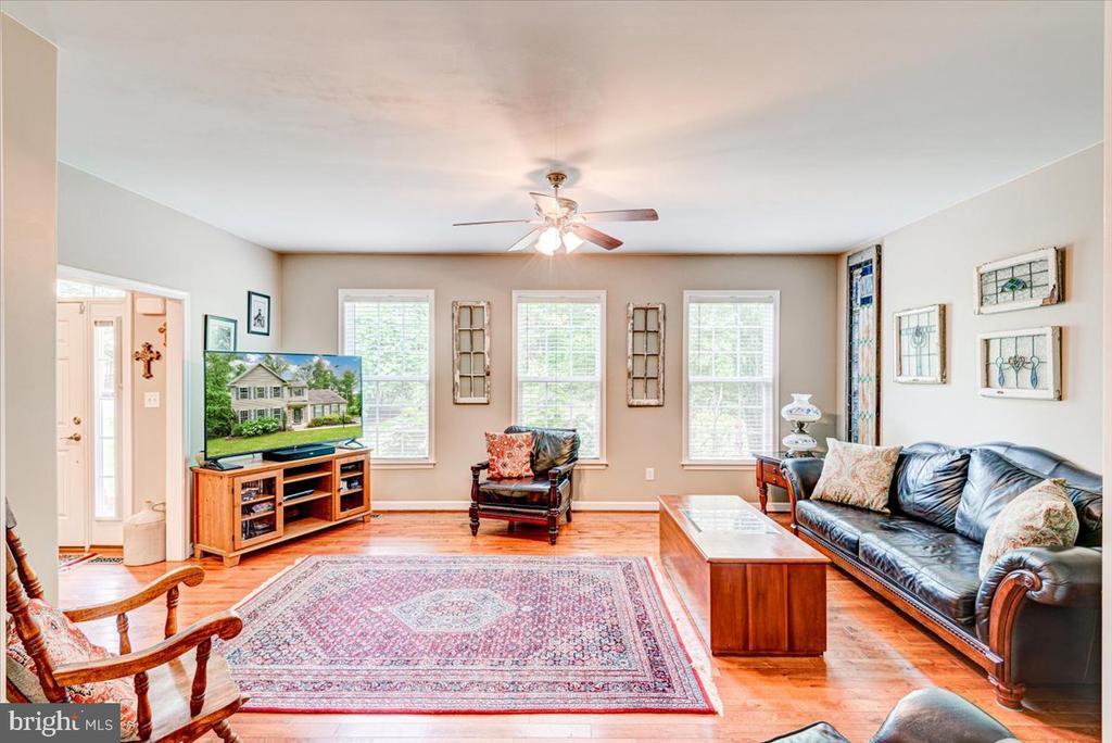 Large formal living room - 26 BLOSSOM TREE CT, STAFFORD