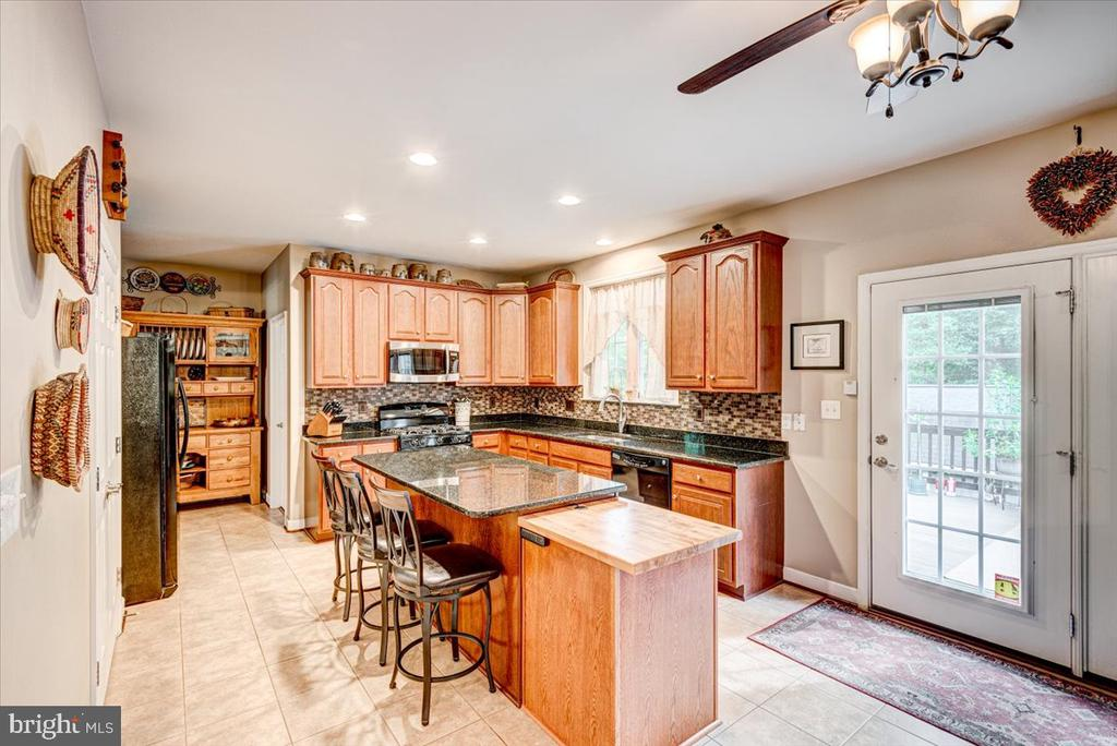 Large kitchen with upgraded cabinets and island. - 26 BLOSSOM TREE CT, STAFFORD
