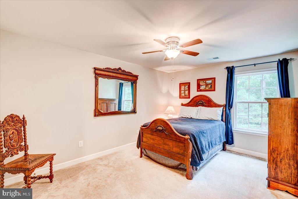 Large secondary bedrooms - 26 BLOSSOM TREE CT, STAFFORD