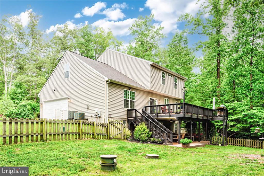 Over and acre of fenced yard - 26 BLOSSOM TREE CT, STAFFORD