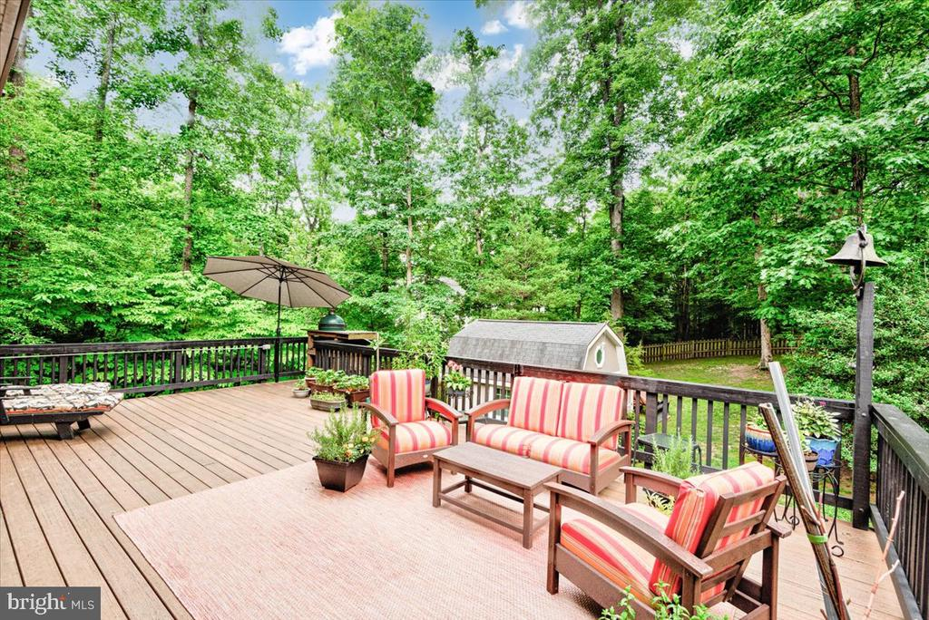 Enjoy the outdoors from this beautiful trex deck. - 26 BLOSSOM TREE CT, STAFFORD