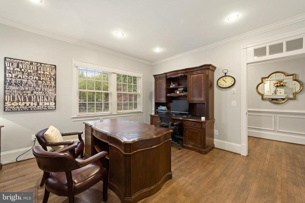 Large Office#1 with Hardwood Floors - 213 LOUDOUN ST SW, LEESBURG