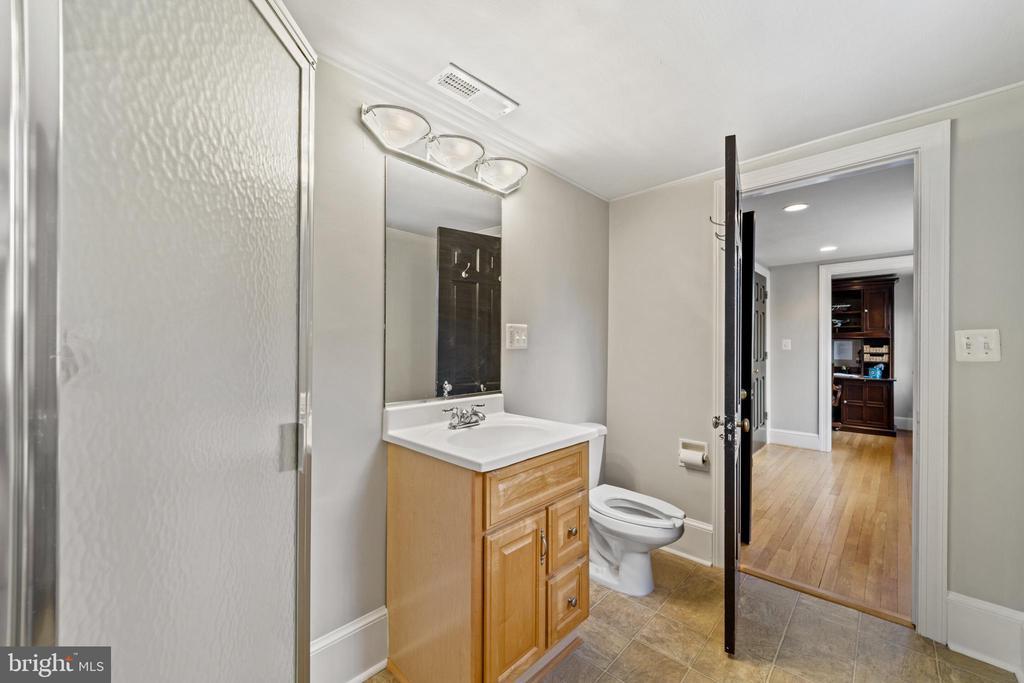 Full Bathroom with Shower Stall - 213 LOUDOUN ST SW, LEESBURG