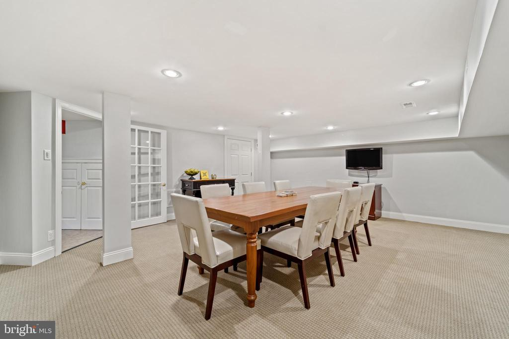 Lower Level Conference Room / Rec Room - 213 LOUDOUN ST SW, LEESBURG