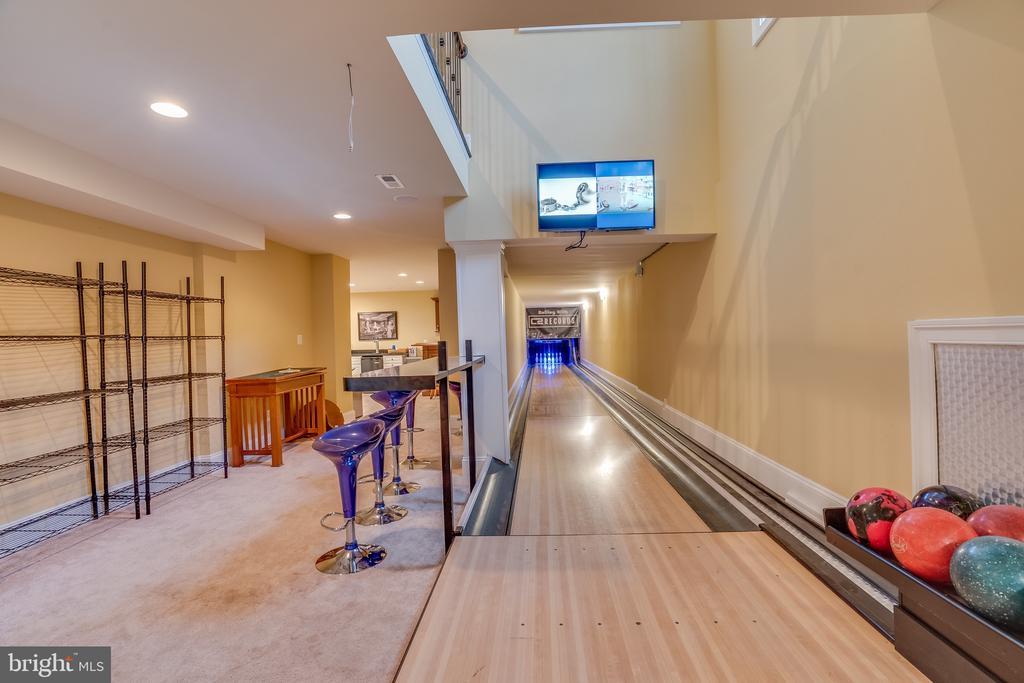 Bowling Alley - 11450 QUAILWOOD MANOR DR, FAIRFAX STATION