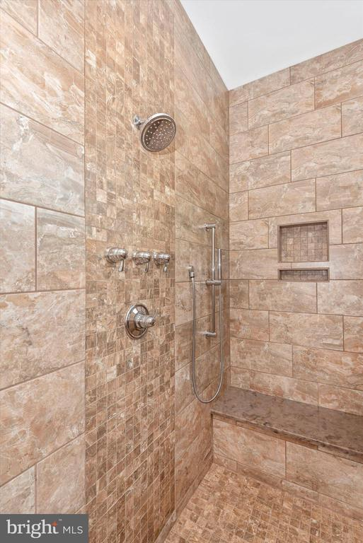 Owner's Suite | Luxurious Full Bath - 7822 JACKSON MOUNTAIN DR, FREDERICK