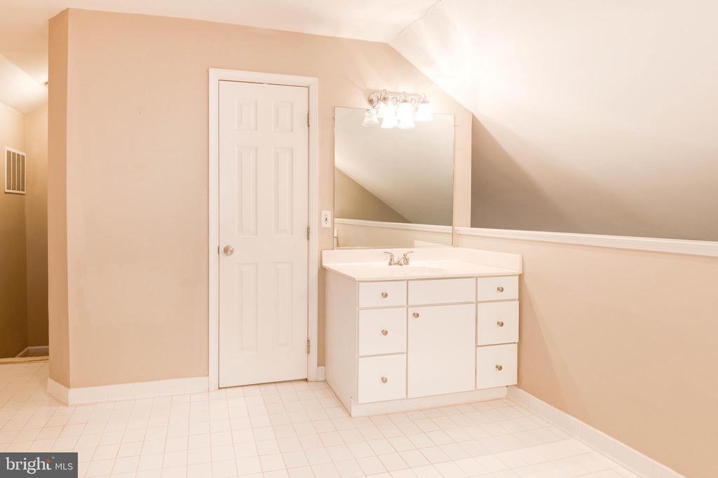 Primary Bathroom Water Closet & Vanity - 1211 HERITAGE COMMONS CT, RESTON