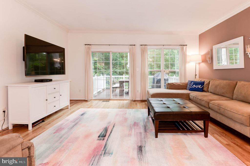 Spacious Living Room leading to Deck - 1211 HERITAGE COMMONS CT, RESTON