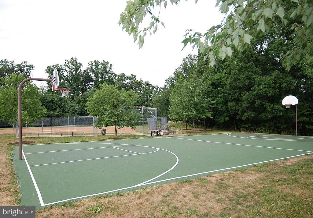 Reston Association Basketball - 1211 HERITAGE COMMONS CT, RESTON
