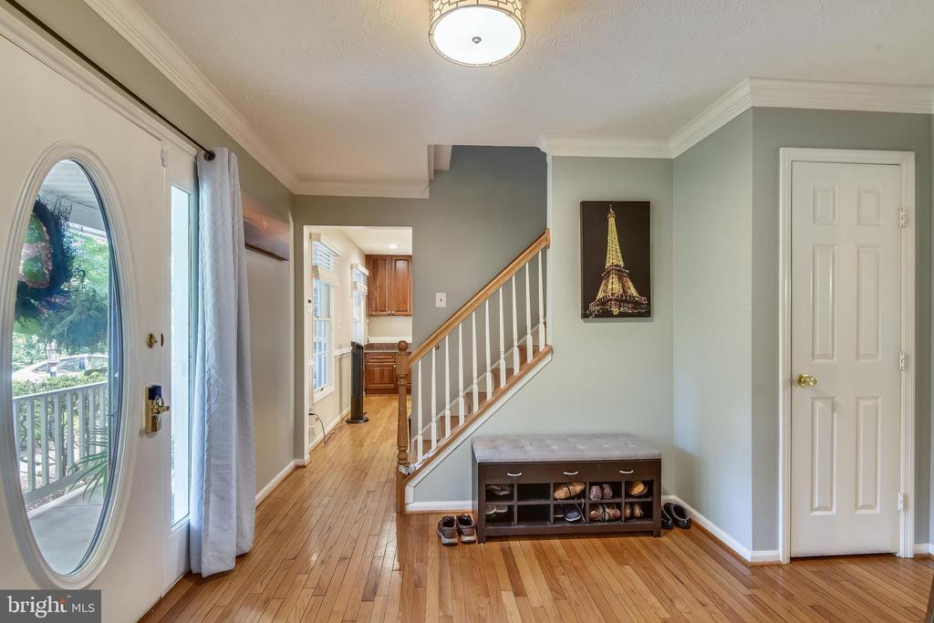 Gleaming Hardwood Flrs thru-out main & upper lvls - 1515 STUART RD, RESTON