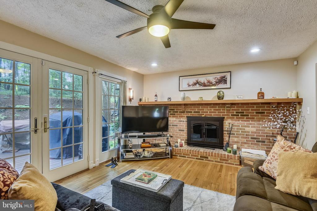 Fam Rm w/FP & French Doors to Patio & Waterfall - 1515 STUART RD, RESTON