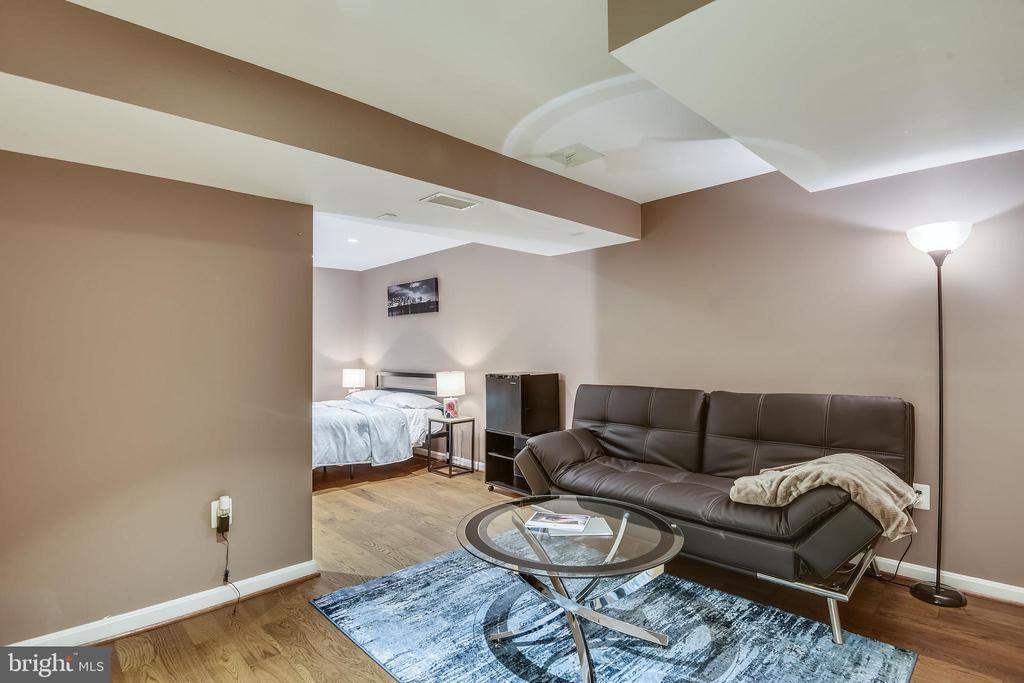 Sitting Room w/LL BR - 1515 STUART RD, RESTON