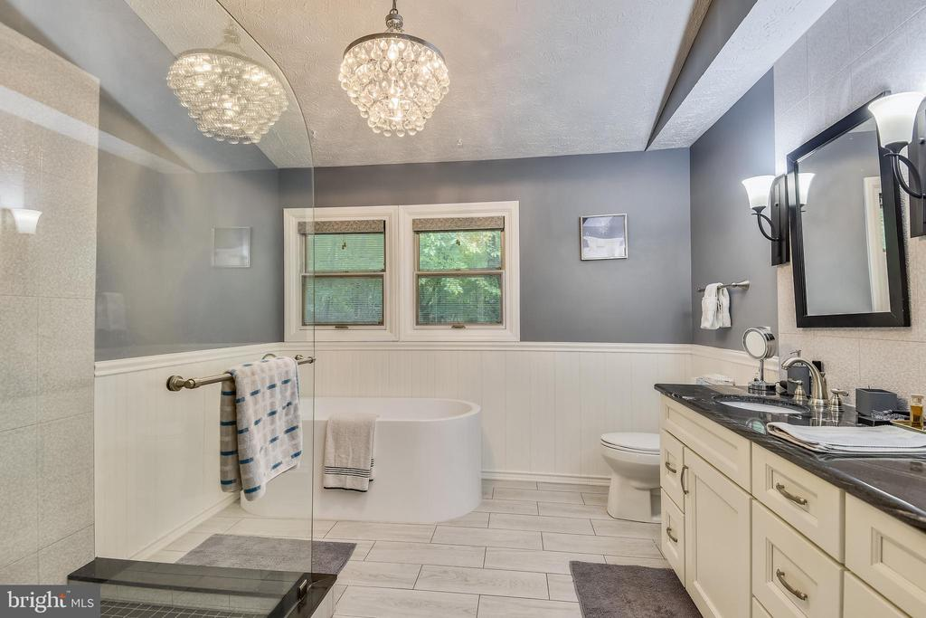Updated primay bath w/mod tub, 2 sinks,, sep shwr - 1515 STUART RD, RESTON