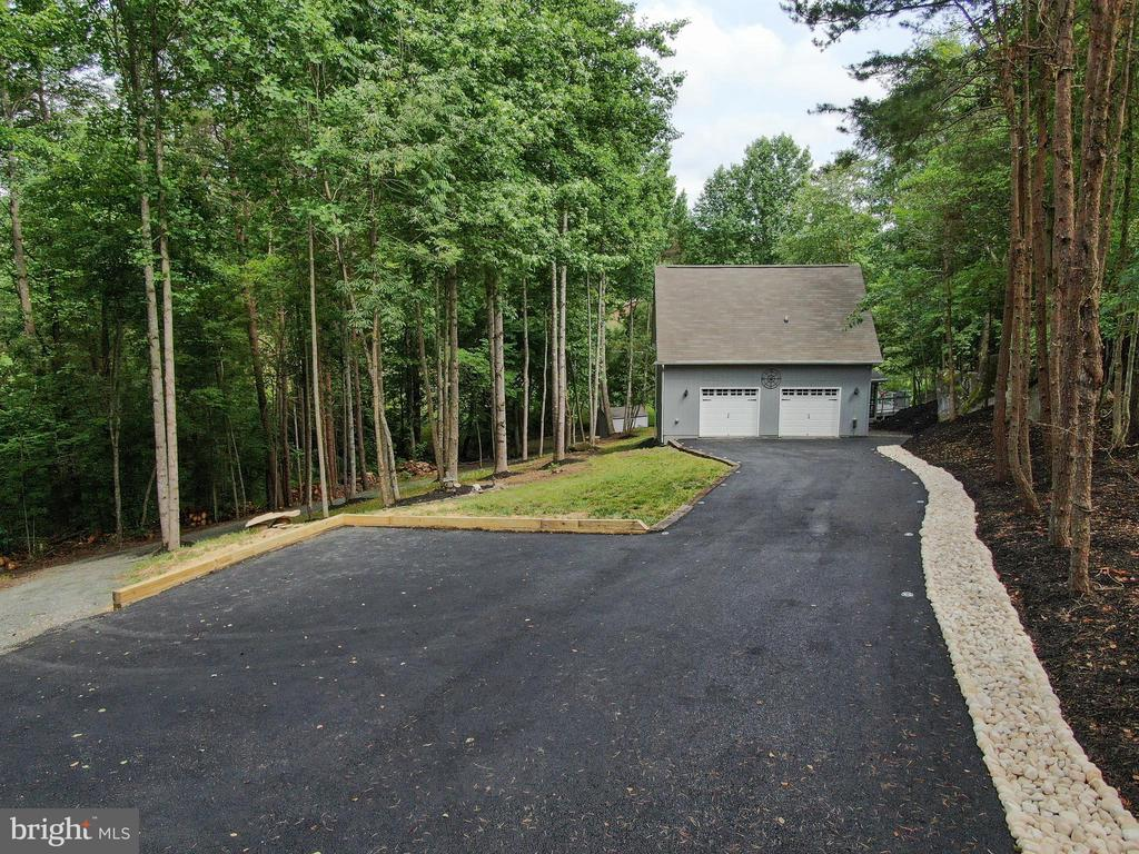 Lighted Newly Paved Driveway & Golf Cart Path - 16009 CARRINGTON CT, MINERAL