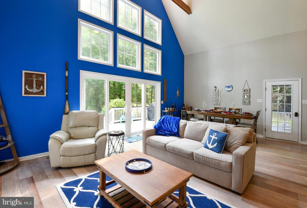 Open Floor Plan for great Entertaining - 16009 CARRINGTON CT, MINERAL